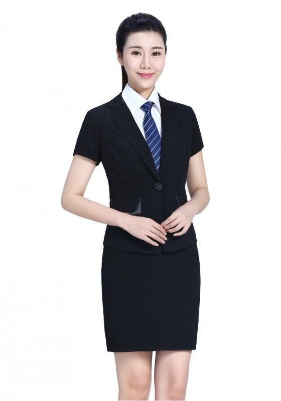 我们的服装设计师来教大家各种体型的着装搭配技巧