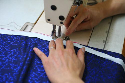如何识别一般服装面料的经纬向