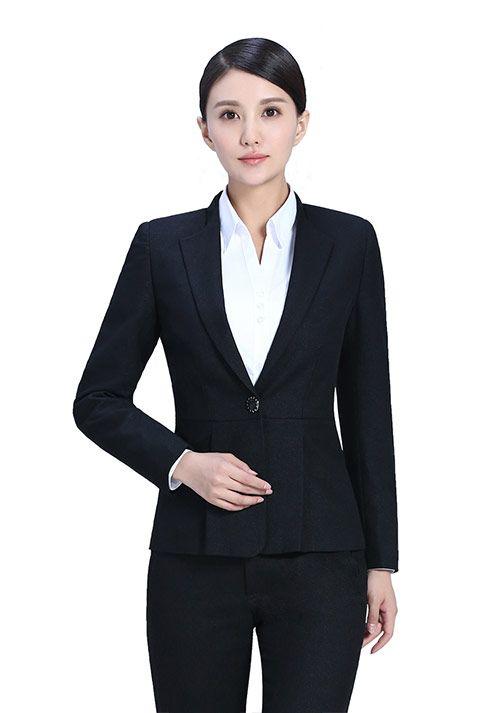 关于服务员工作服的款式要怎样选择?