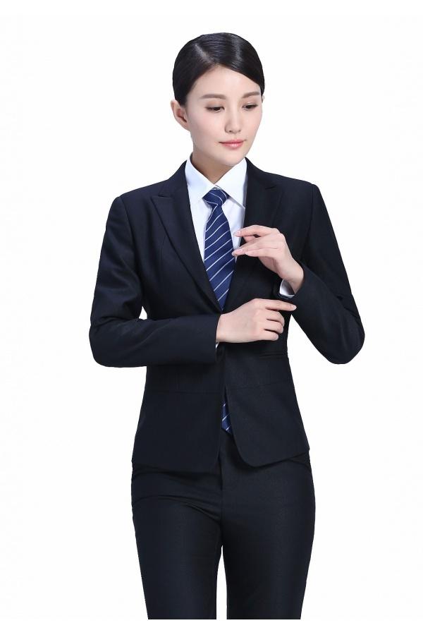 如何买到合适的定制西装,定制西装怎么搭配